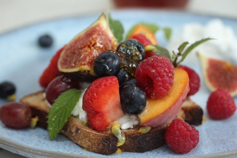 bruchette honeyed cottage cheese, exotic fruits and figs