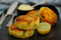 Lightly Spiced Smoked Haddock & Crushed Pea Fishcakes with Red Onion Aioli