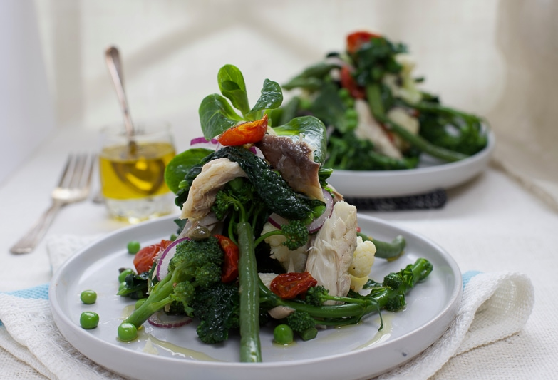 A delicious smoked mackerel, crunchy vegetable bowl that is rich in omega-3 essential fatty acids